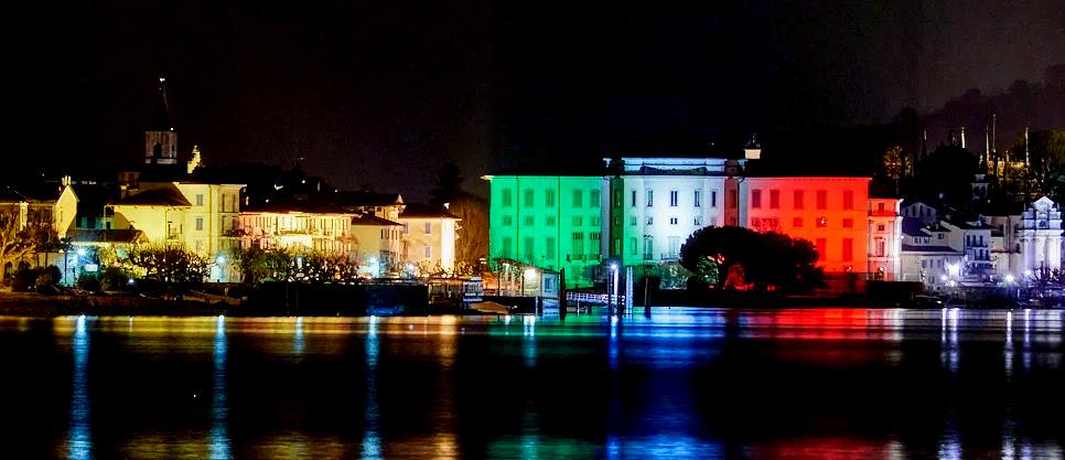 Luci lago maggiore, proiezione tricolore su edifici