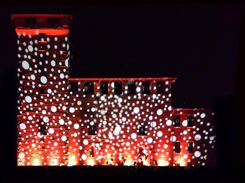 Effetti natalizi su edifici, propiezioni di natale animate, animazioni di natale, animazioni natalizie, albero parlante, proiezioni su alberi, proiezioni su muri, pareti animate, decorazioni luminose su facciate, decorazioni luminose comuni, illuminazioni natalizi per comuni, animazioni natalizi per comuni, effetto albero parlante, effetto parete parlante, proiezioni natalizi, gobos natale, gobos natalizi, gobo proiezioni, videomapping, vidomapping natale, Proiettori Led, Proiettori Xenon, faro da puntamento, proiettori monofascio, videoproiettori alta definizione, noleggio proiezioni, mappatura gobos
