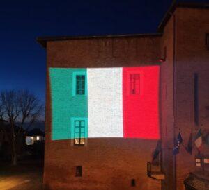 proiezione bandiera italiana su edifici